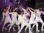 Justin Bieber se apresenta no O2 Arena em Londres, na Inglaterra