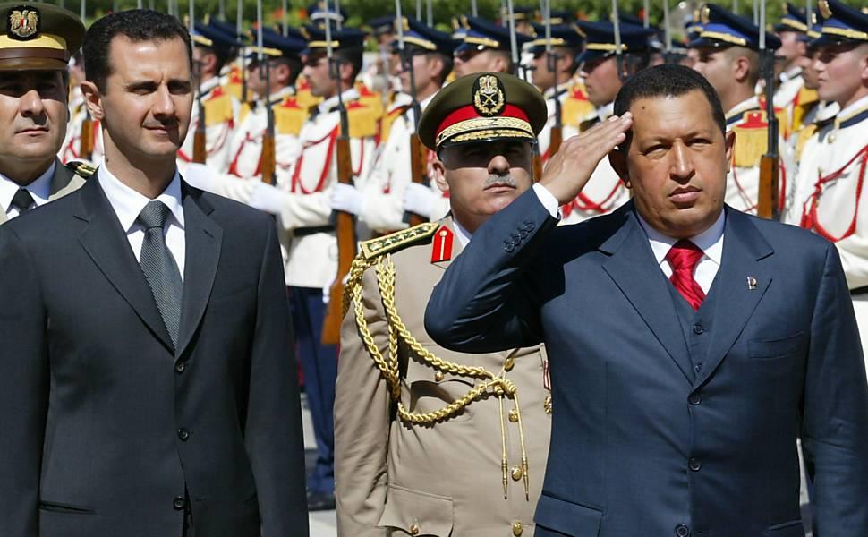 Hugo Chávez e líderes políticos