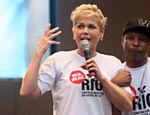 A apresentadora Xuxa e o cantor Buchecha participaram do protesto