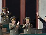 Em foto de 14 de abril de 2012, Kim Jong-un acena para militares norte-coreanos durante encontro convocado pelo partido