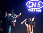 Bruna Marquezine escorrega na passarela durante desfile da CMB Fashion em Goiânia