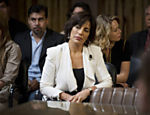 Roberta (Gloria Pires) depõe no tribunal em cena de