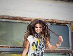 Selena Gomez estrela campanha de primavera/verão da Adidas Neo