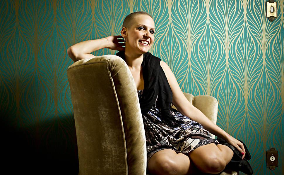 Ex-modelo dá dicas de maquiagem para quem faz químio
