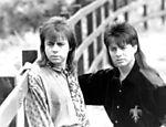 Cantores Chitãozinho e Xororó posam para foto em 1993