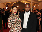 Kanye e Kim, grávida, no Met Gala de 2013