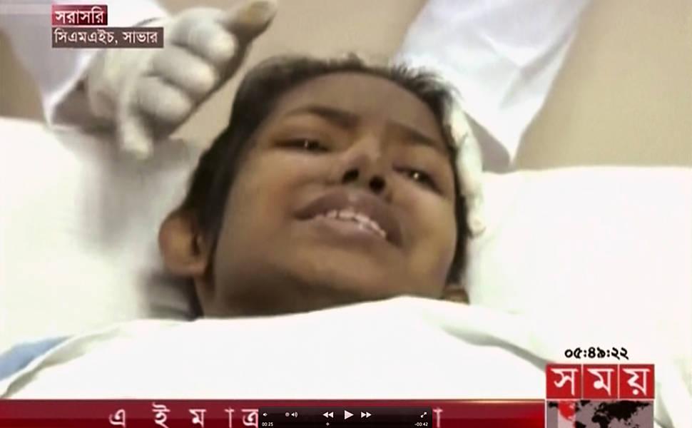 Resgate de sobrevivente em edifício de Bangladesh