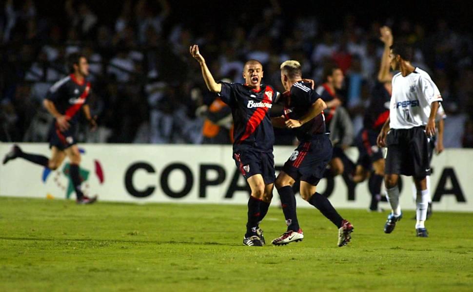 Eliminações do Corinthians na Libertadores e título de 2012
