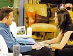 Chandler (Matthew Perry) e Monica (Courteney Cox) em cena da série