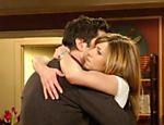 Ross (David Schwimmer) e Rachel (Jennifer Aniston) em cena do último episódio de