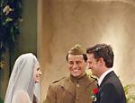 Joey (Matt LeBlanc)casa Monica (Courteney Cox) e Chandler (Matthew Perry) em