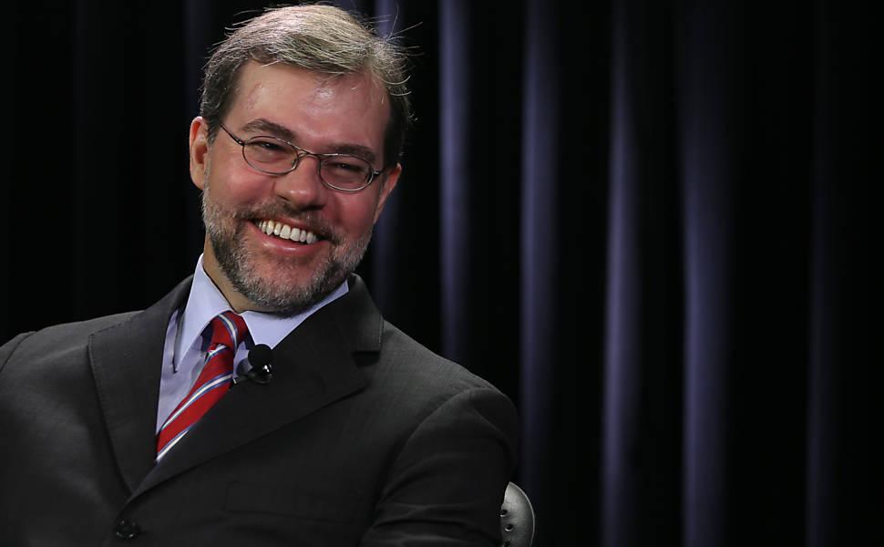 O Ministro do Supremo Tribunal Federal, Dias Toffoli, em entrevista no estúdio da TV Folha/UOL em Brasilia, em 2013