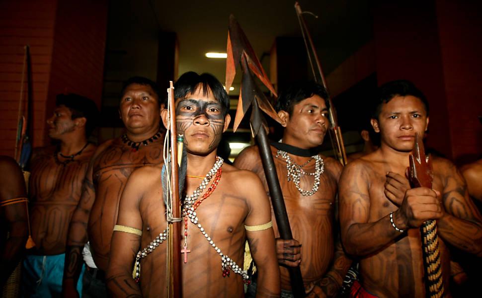 Índios invadem Funai
