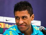 O jogador Paulinho da seleção brasileira durante coletiva de imprensa em Goiânia