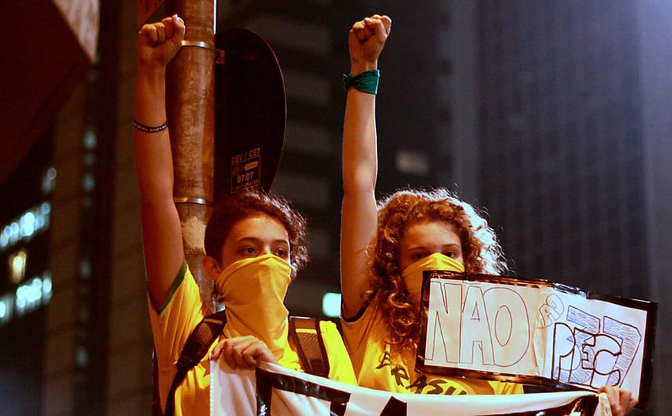 Fotos de leitores em protesto em SP