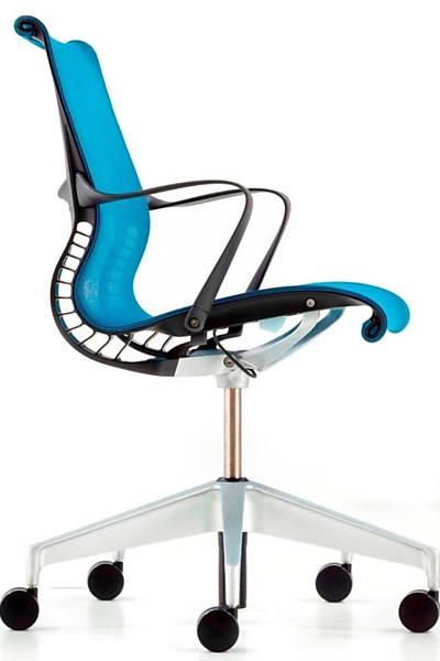Cadeira Setu colorida. Preço sob consulta na Herman Miller - www.issoehermanmiller.com.br