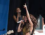 Saia de Selena Gomez abre durante show nos Estados Unidos