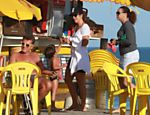 Ivete Sangalo vai à praia da Barra da Tijuca (RJ) com seu filho Marcelo