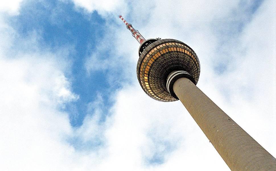 Antena de TV na praça Alexander Platz, o ponto mais alto da cidade de Berlim