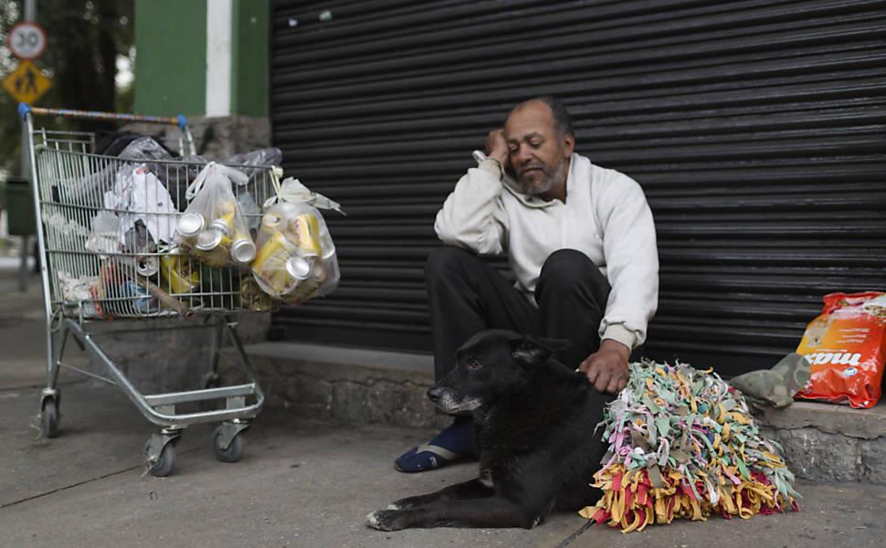 ?O ser humano sabe pedir. Existem abrigos públicos. E para os bichos??, diz José Carlos