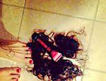 Após polêmica sobre pelos pubianos nas redes sociais, Nanda Costa posta fotos no Instagram ironizando o caso;