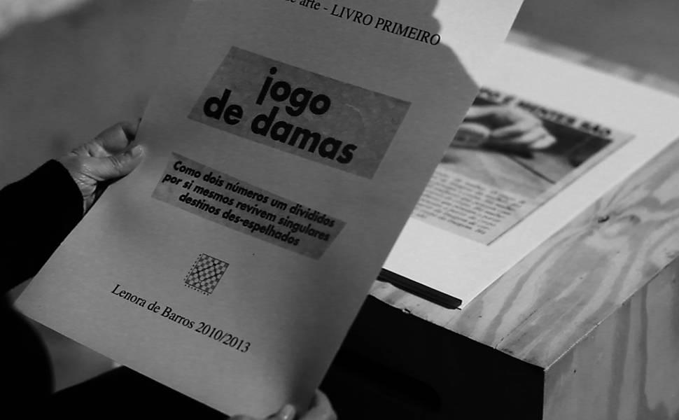 """Exposição """"Umas e Outras"""", de Lenora de Barros"""