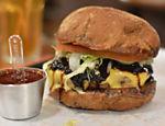Pão australiano, burger de carne bovina, queijo burger lab, chutney de cebola roxa, alface americana,  tomate caqui,  e molho barbecue artesanal Burger Lab