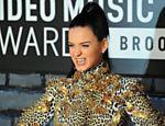 No tapete vermelho do VMA, Katy Perry aparece usando joia nos dentes