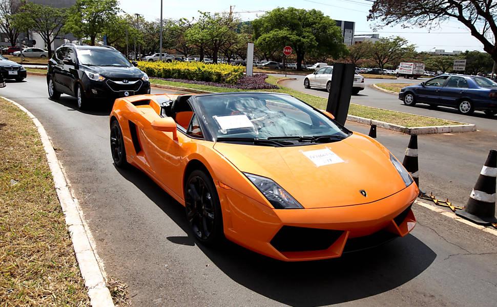 PF apreende carros de luxo em Brasília