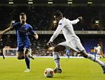 Paulinho, do Tottenham, em lance da partida contra o Tromso (NOR)  pela Liga Europa