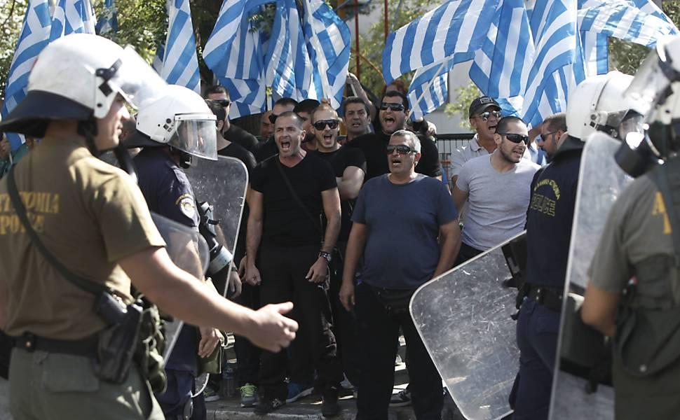 Grécia prende líderes de partido neonazista