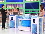 Silvio Santos recebe as apresentadoras Claudete Troiano e Regina Volpato em seu programa