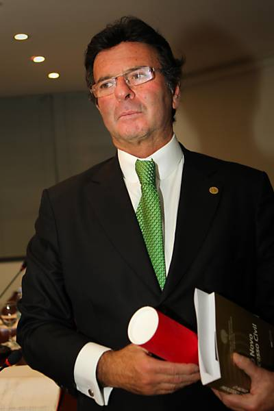 Luiz Fux vira membro do Iasp