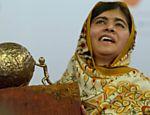 Malala recebe Prêmio Internacional da Paz das Crianças de 2013; cerimônia ocorreu em Haia, na Holanda
