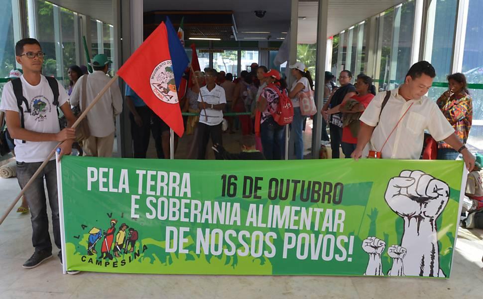 Manifestantes ocupam Ministério da Agricultura