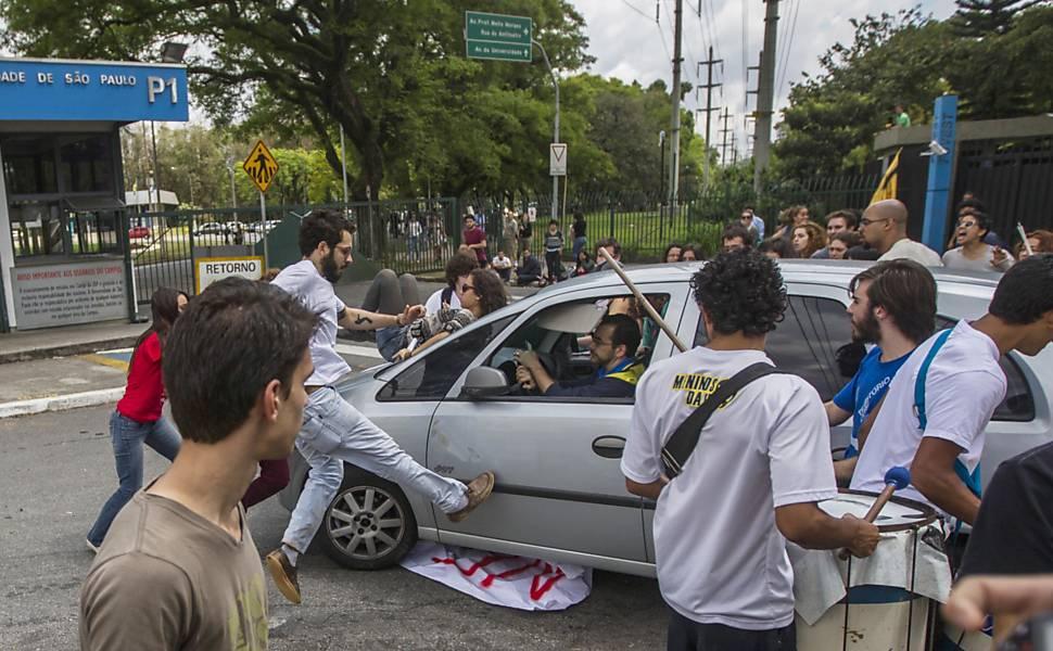 Estudantes protestam na USP