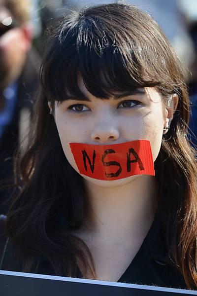Grupos protestam contra espionagem
