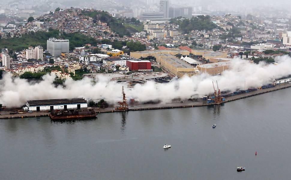 Implosão do elevado da Perimetral no Rio