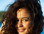 Após o sucesso de Morena, a atriz Nanda Costa, 27 anos, passa um tempo em sua terra natal, Paraty