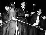 Jogadores da seleção com a taça Jules Rimet em 1958, no Rio