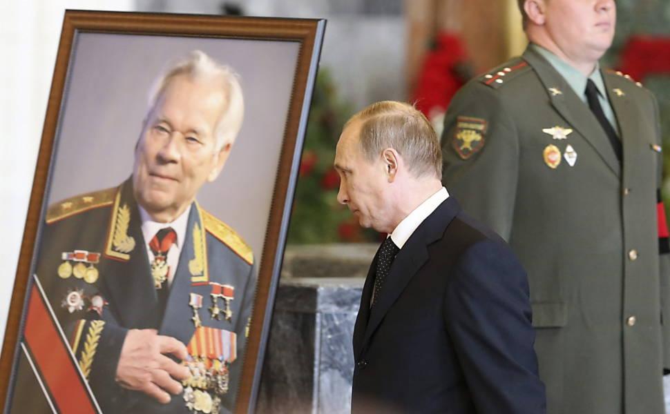 Morre Mikhail Kalashnikov, inventor do AK-47