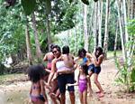 Gaby Amarantos se diverte com a familia
