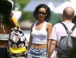 Rihanna desembarca no heliponto em Angra dos Reis