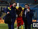 Neymar sai carregado ao se machucar sozinho durante jogo contra o Getafe
