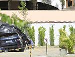 Carro de Isis Valverde amassado no pátio do apartamento de seu amigo Gabriel Maciel, após acidente