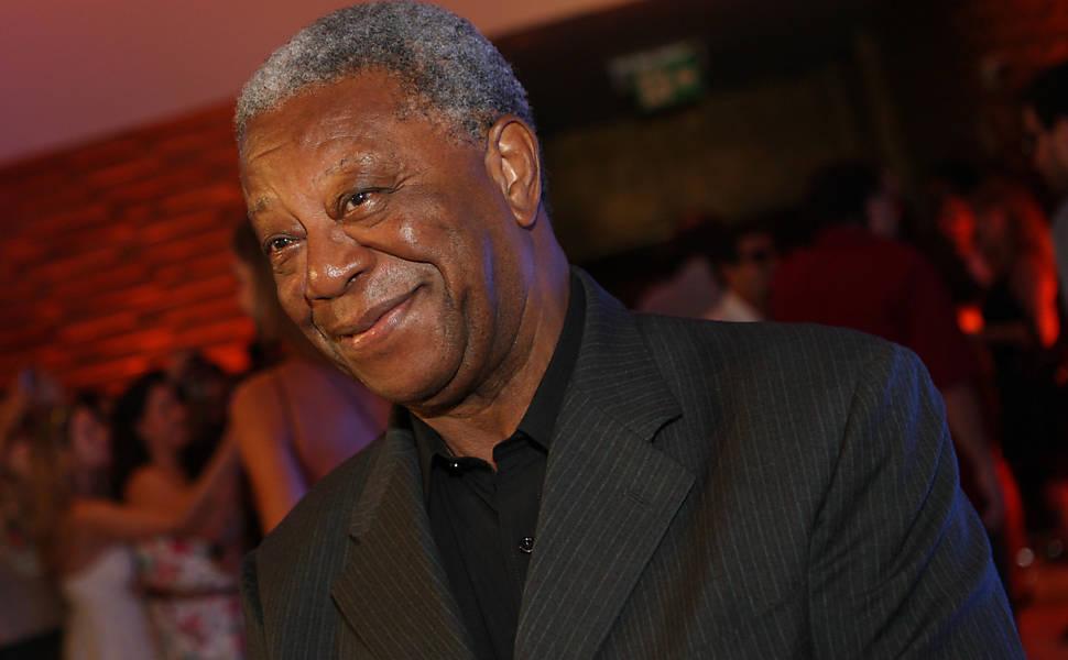 O ator nasceu em 9 de dezembro de 1933 em Monte Santo de Minas (MG)
