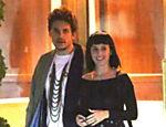 Katy Perry sai do restaurante Sunset Towers com o namorado John Mayer