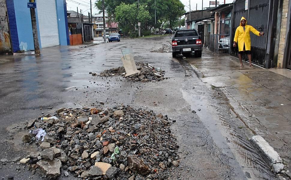 Enchentes atingem bairros da zona sul de SP