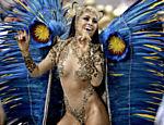 Sabrina Sato desfila como rainha de bateria da escola Vila Isabel, no Rio