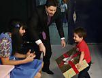 Danilo Gentili recebe atores mirins em seu programa